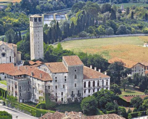 Visuale del Castello di Porcia con campagna