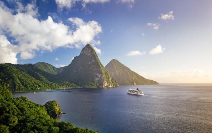 Isola di Santa Lucia e Pitos mare e nave