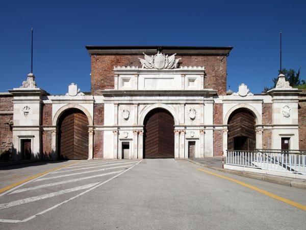 Facciata Porta Vescovo, Verona