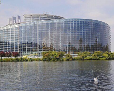 il Parlamento europeo Foto di Erich Westendarp da Pixabay