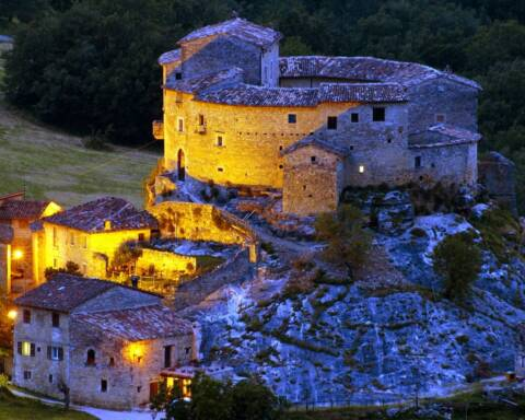 dimore storiche veneto crisi il Borgo di Castel di Luco (Acquasanta Terme Marche)